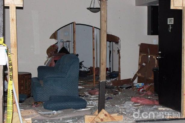 车祸后一片狼藉的房间