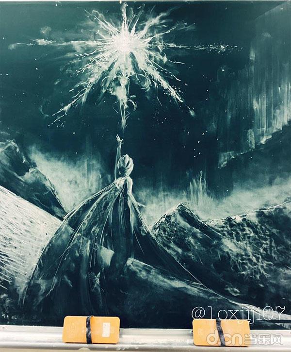 日本高中生手绘《冰雪奇缘》黑板画惊艳众人